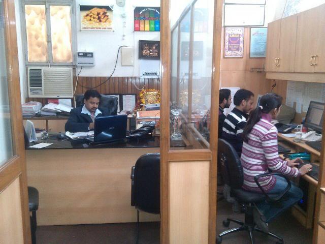 Stock brokers in delhi